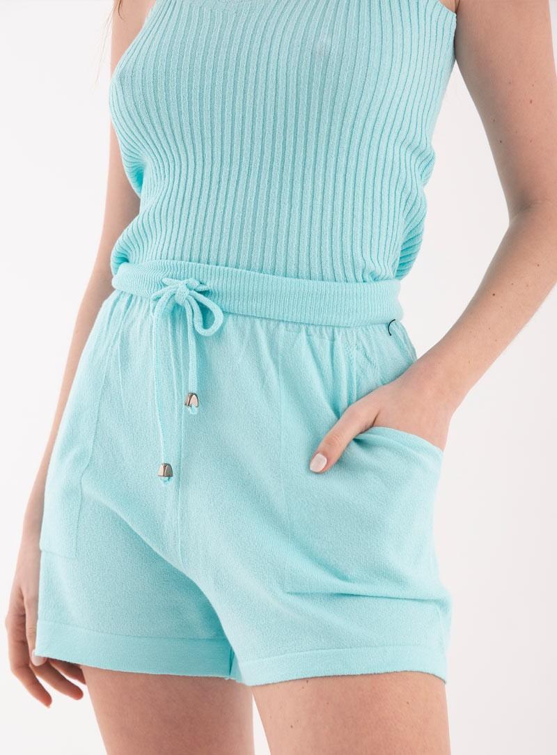 Shorts  con bolsillo de hilo y lycra